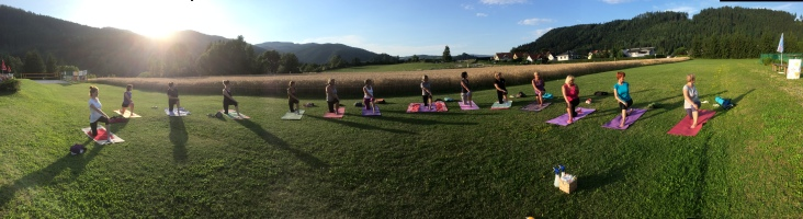 Freiluft-Yoga in Kraig